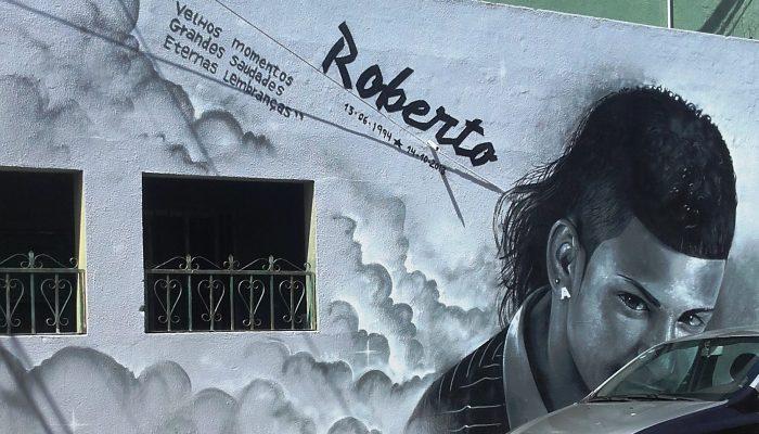 Graffiti em homenagem a jovem