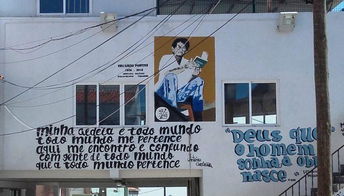 Graffiti no edifício da Associação Moinho da Juventude