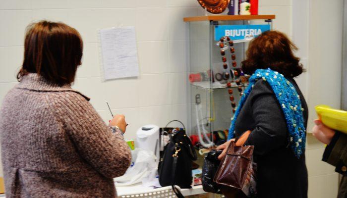 Voluntária Cristina Ribeiro e a cliente Maria Pla