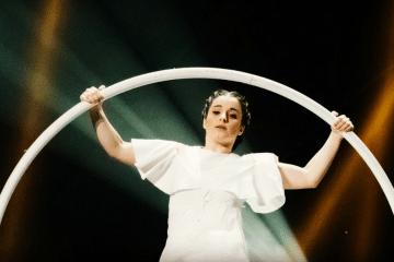 Cyr wheel: Não é força, é jeito