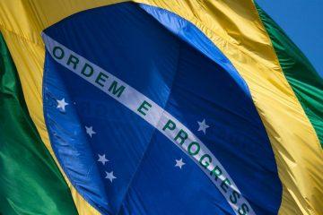 """""""Tanta riqueza e tanta pobreza. É o Brasil na sua realeza"""""""