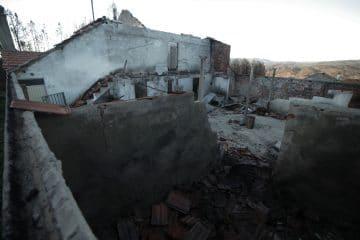 Arquitetos reconstroem habitações na aldeia de Vale Vicente