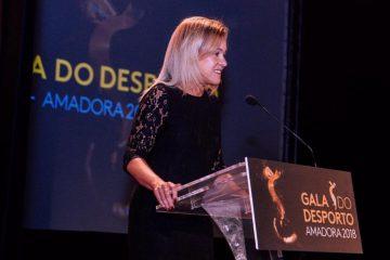 """Carla Tavares: """"O mundo da política é muito masculino e tudo está adequado aos ritmos masculinos"""""""